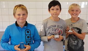 VSK tog hem alla medaljer i M genom Oscar, Christopher och Victor Foto: Rasmus Myklebust